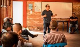 Reunión con campesinos en Sotará