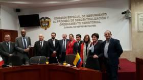 Reunión con delegados del Senado de Francia en la Comisión de Paz